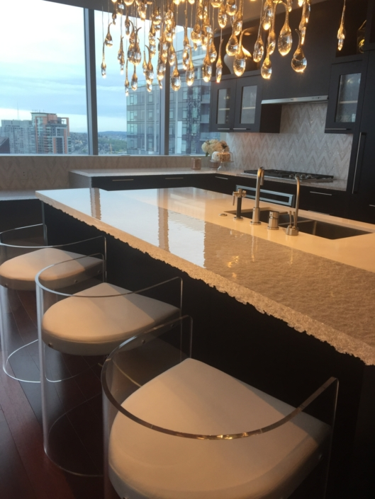 "CT-079 2"" Thick Crystal Clear Escala Countertops"